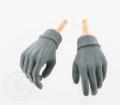 Hände mit Strick-Handschuhen