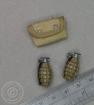 2 US Handgranaten + Erste-Hilfe-Tasche