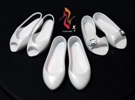 3 Paar weiße Damenschuhe